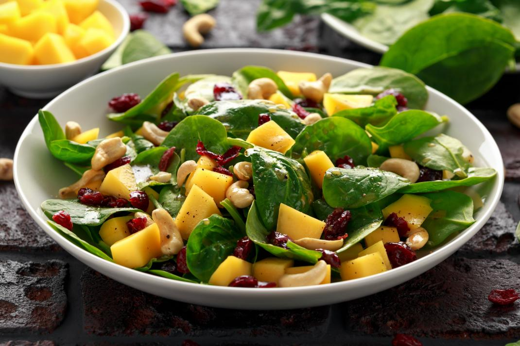 Green leaf salad with fruit